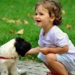Proč nás psi olizují ? Zkouší, jestli už jsme k sežrání !